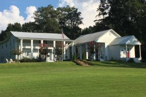 Colonial Revival Home & Guest House built in 1834 and 2.5 acres located in Thomastown, MS - Leake County MS