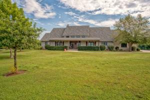 Carl Junction Executive Home and Acreage - Jasper County MO