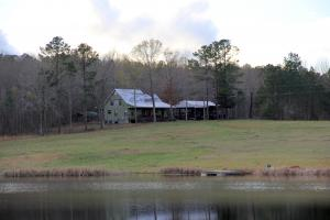 The 20 Point Buck Lodge Lake And Farm - Marengo County AL
