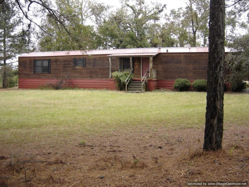 0.6 ac and Mobile Home east of Vaiden, MS
